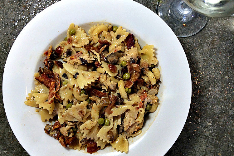 Chicken Bacon Pasta, a Cheesecake Factory copycat. Link up your best recipes every week at the You Link it, We Make It party, where we make the features! Every Wed morning - Saturday midnight - UncookieCutter.com